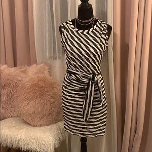 Adorable Guess Dress 🖤